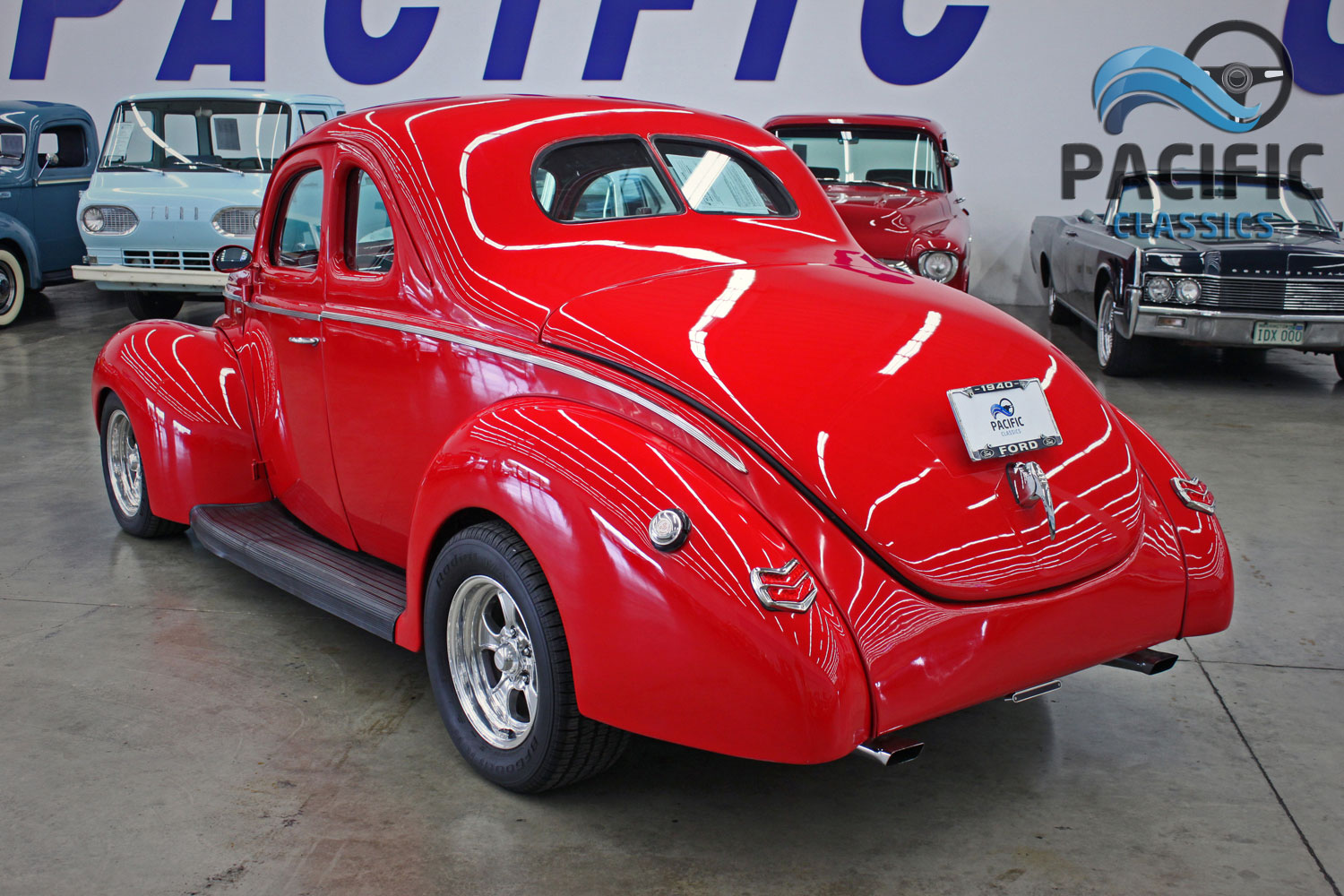 1940 Ford Deluxe RED